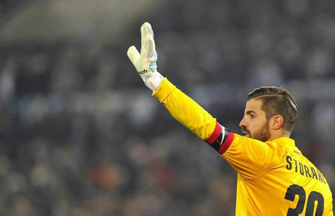 Милан арендовал 40-летнего Сторари