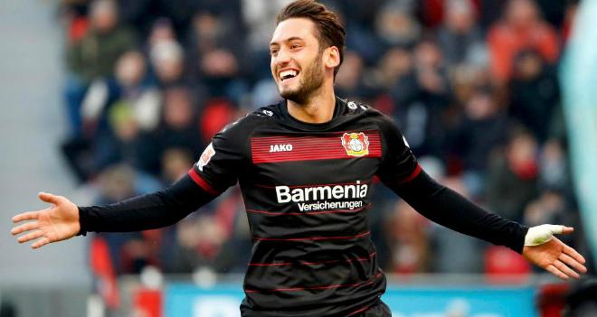 Чалханоглу подписал с«Миланом» 4-летний договор